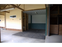 Fiore Farms Horse Court: open wash stall H/C water
